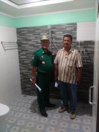 Lurah Desa Mangunan Croscek Pembangunan Bantuan MCK Homestay Se-Desa Mangunan